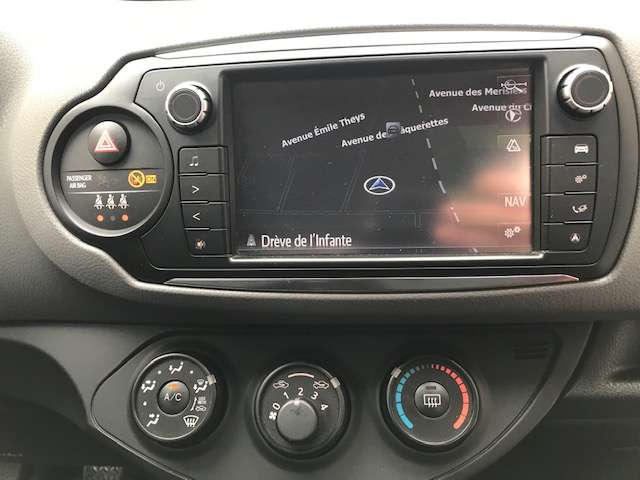 Toyota Yaris 1.3i VVT-i Active and pack Live 2 TVA RECUP 10/15