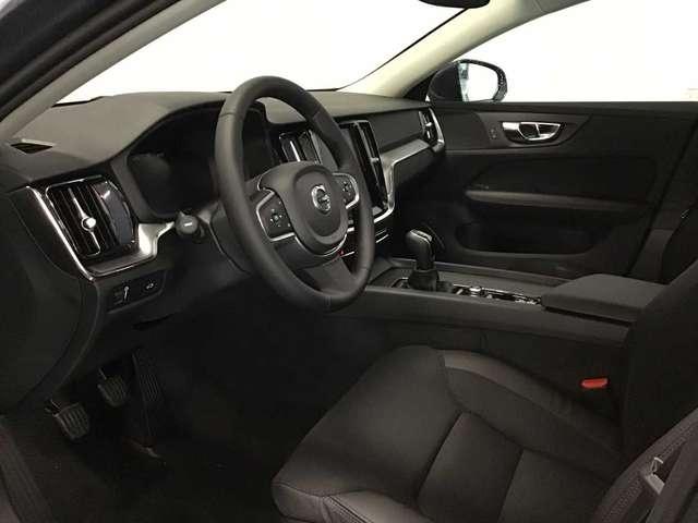 Volvo V60 Momentum Pro D3 7/10