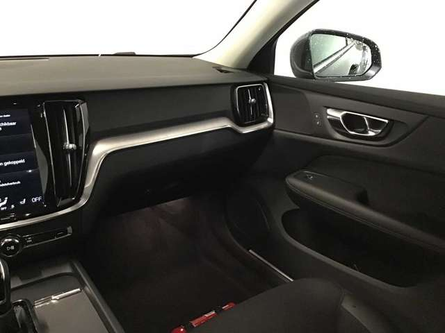 Volvo V60 Momentum Pro D3 8/10