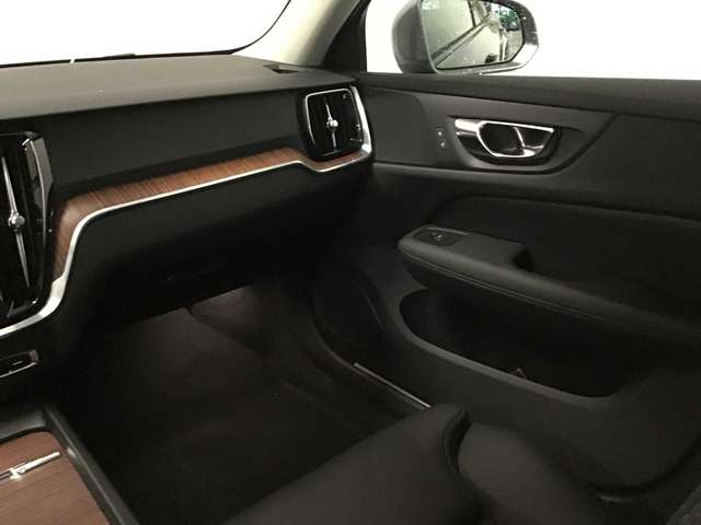 Volvo V60 CC Pro D3 AWD Geartronic 8/9
