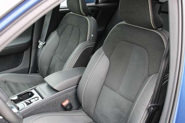 Volvo XC40 D4 AWD R-Design * SOLD * 5/15