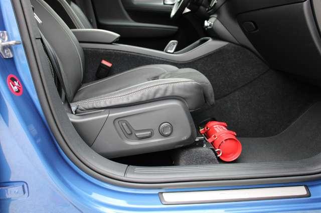 Volvo XC40 D4 AWD R-Design * SOLD * 8/15