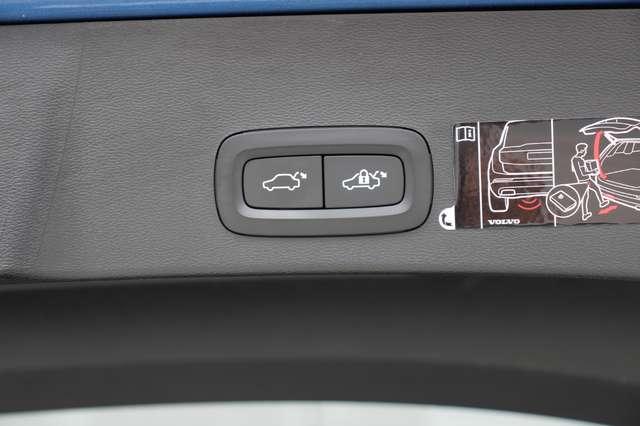 Volvo XC40 D4 AWD R-Design * SOLD * 10/15