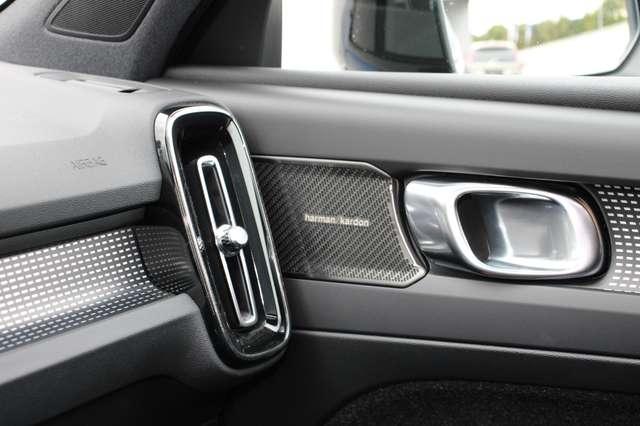 Volvo XC40 D4 AWD R-Design * SOLD * 11/15