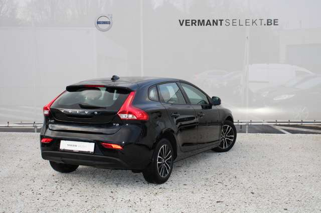 Volvo V40 2.0 T2 Black Edition 2/4