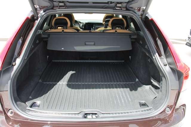 Volvo V90 2.0 D4 AWD Pro + PANO DAK !!! 10/15