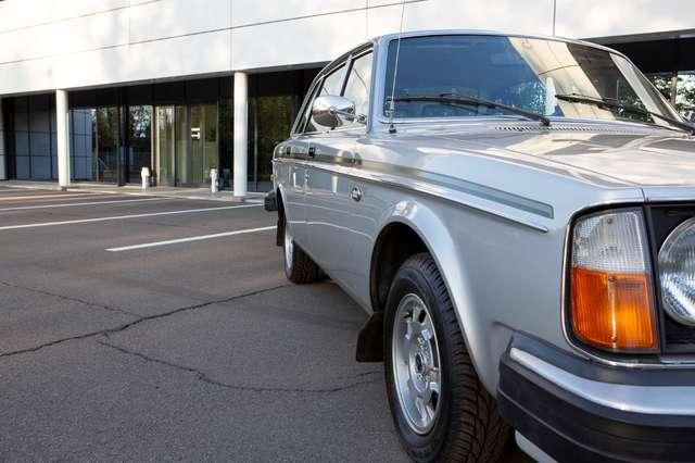 Volvo 244 DL - Anniversary Edition - Original condition! 8/15