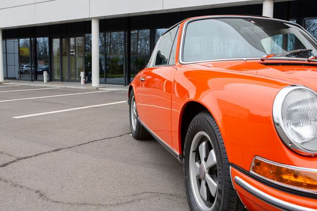 Porsche 911 T Targa - EU car - Nut and bolt restoration 7/15