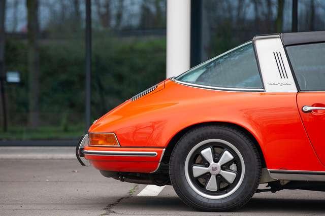 Porsche 911 T - EU car - Matching engine/colours -Nut and bolt 9/15