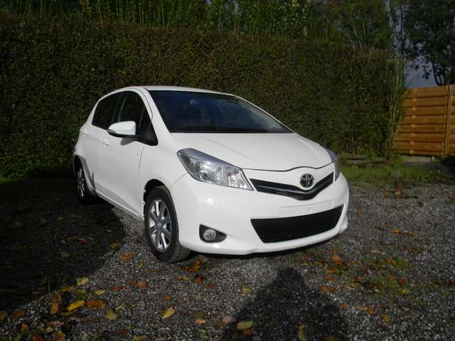 Toyota Yaris 1.33i VVT- LIVE Edition 2013