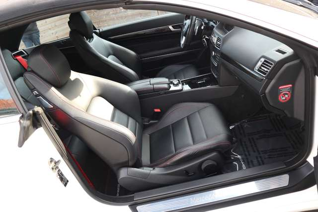 Mercedes E 220 CDI .Aut.AMG PAKKET/xenon/leder/verw zetels/pdc/ 10/15