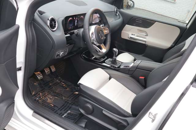 Mercedes B 180 1 ste eig /AMG styling/camera/GPS /leder/nightpack 10/15