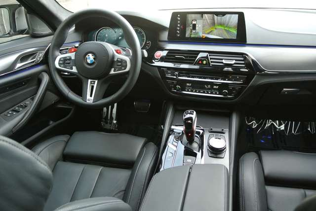 BMW M5 4.4 V8 /individual/ceramic brakes/carbonroof/full 10/15