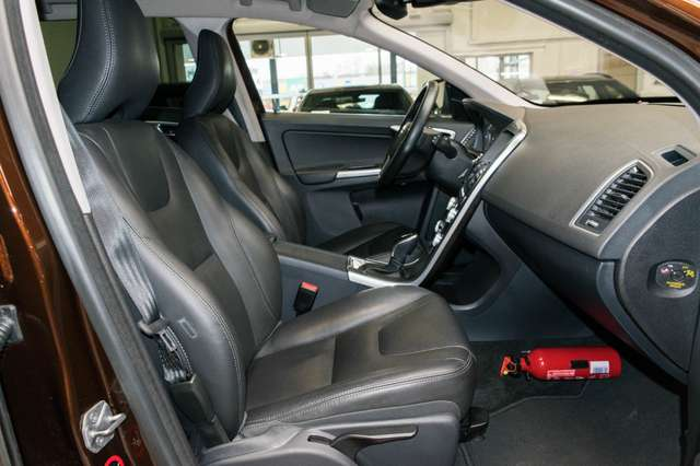 Volvo XC60 2.0 D3 Summum Automaat - NAVI / XENON / LEDER / CC 4/15