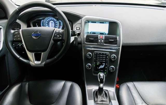 Volvo XC60 2.0 D3 Summum Automaat - NAVI / XENON / LEDER / CC 6/15