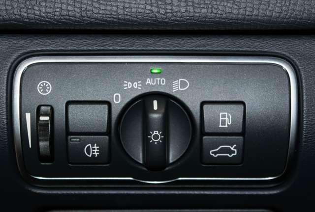 Volvo XC60 2.0 D3 Summum Automaat - NAVI / XENON / LEDER / CC 11/15
