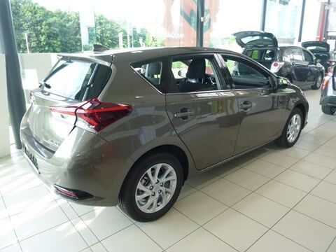 Toyota Auris Dynamic 1.33 Dual VVT-i 6M/T 5p/d