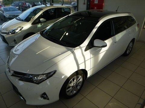 Toyota Auris Lounge 2.0 D-4D 6M/T TouringSports