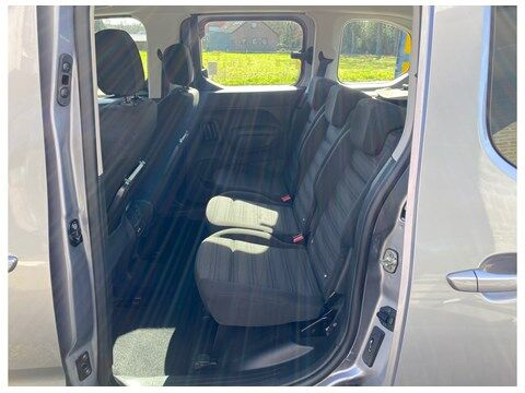 Opel Combo Life Edition 1.2Turbo 110Pk 7-zitplaatsen/Navi/... 8/10
