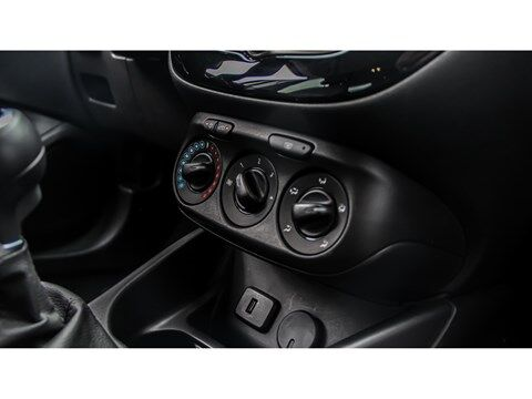 Opel Corsa 1.4 90 pk Design Line|Camera|Zwart dak|Apple Carplay 8/17