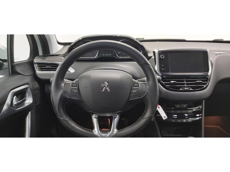 Peugeot 2008 Allure 9/16
