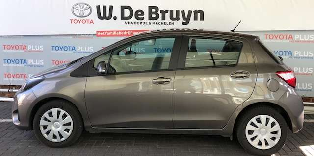 Toyota Yaris 1.0 Benzine Young 2/8