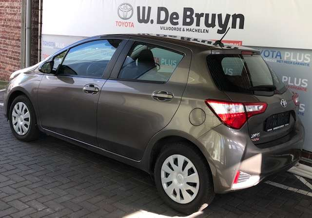Toyota Yaris 1.0 Benzine Young 3/8