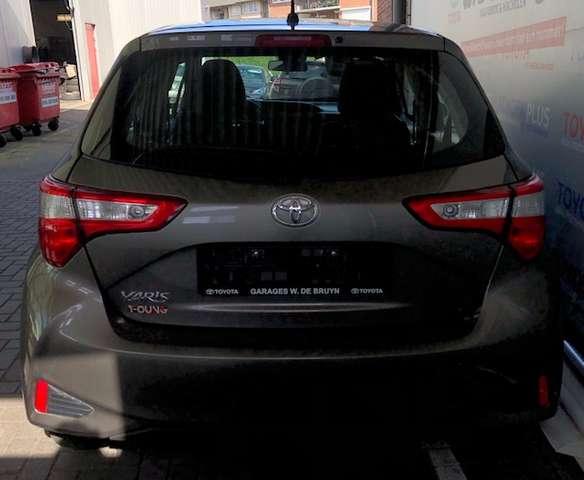 Toyota Yaris 1.0 Benzine Young 4/8