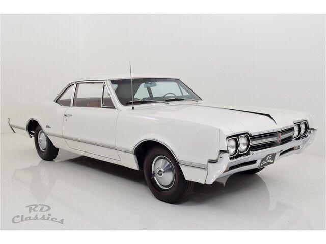 Oldsmobile Cutlass 2D Coupe 1/32