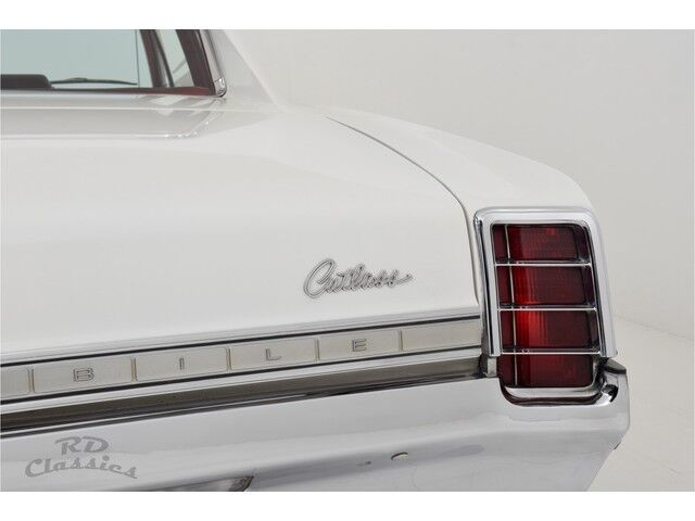 Oldsmobile Cutlass 2D Coupe 29/32