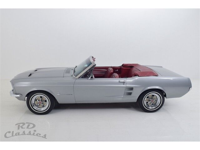 Ford Mustang Convertible 2/5