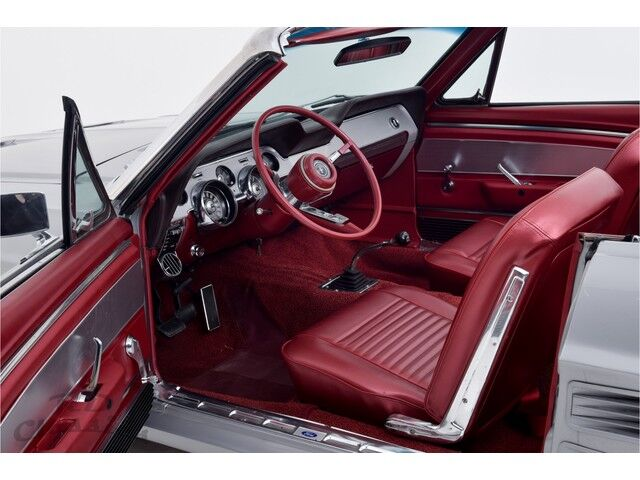 Ford Mustang Convertible 4/5