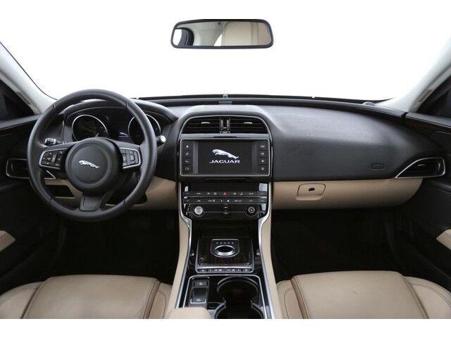 Jaguar XE Prestige 4/9