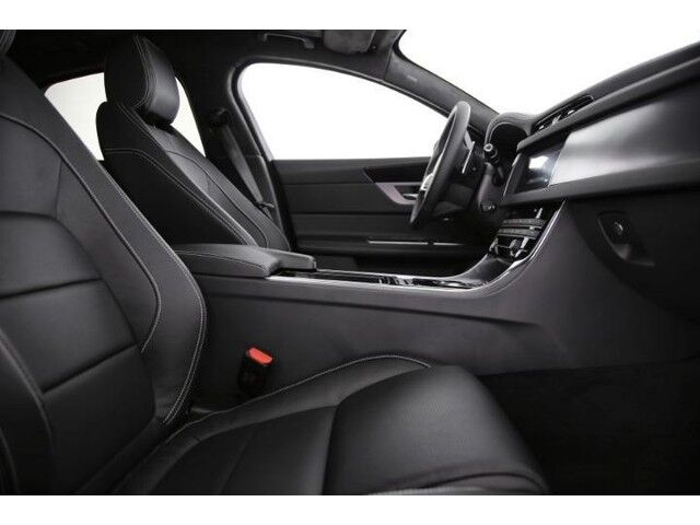 Jaguar XF R-Sport D180 8/9