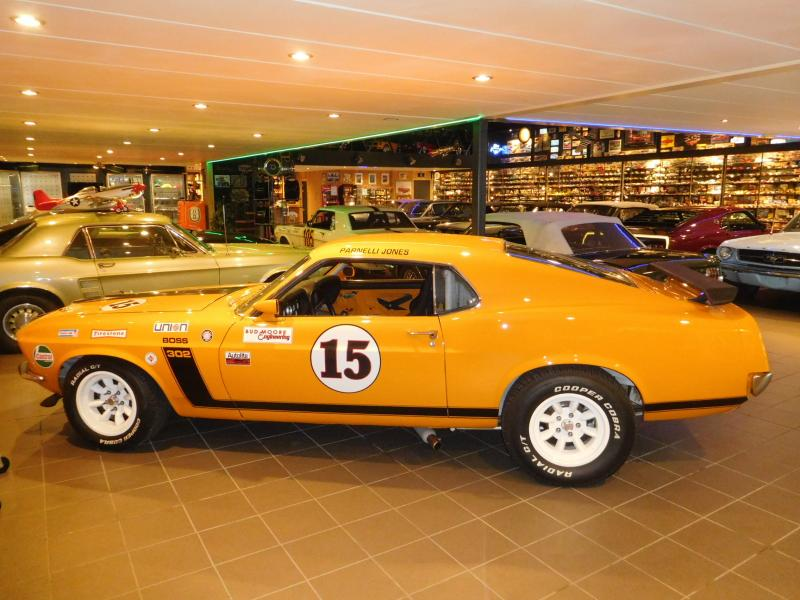 Ford Mustang race car 1/43