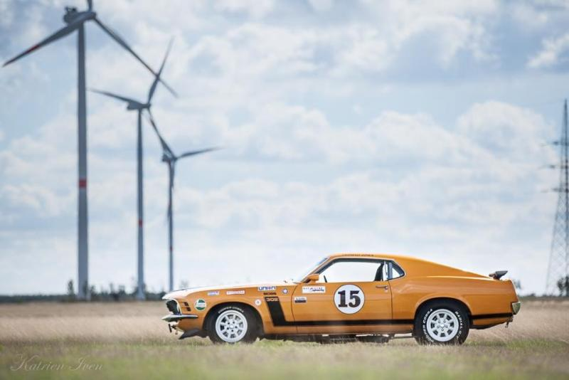 Ford Mustang race car 42/43