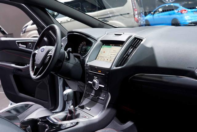 Ford S-Max Titanium Facelift EcoBlue 2,0 190PS 8-G... 4/4