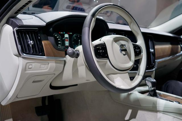 Volvo V90 Inscription T8 Twin Engine eAWD 392PS/288... 6/7