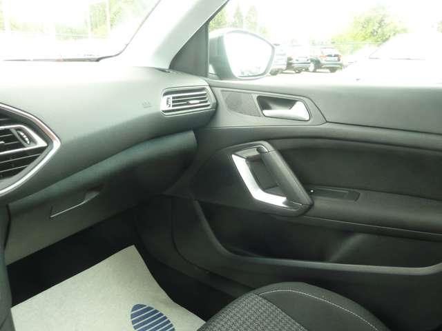 Peugeot 308 1.2 PureTech Style STT  NAVI*CAMERA*TREKHAAK*