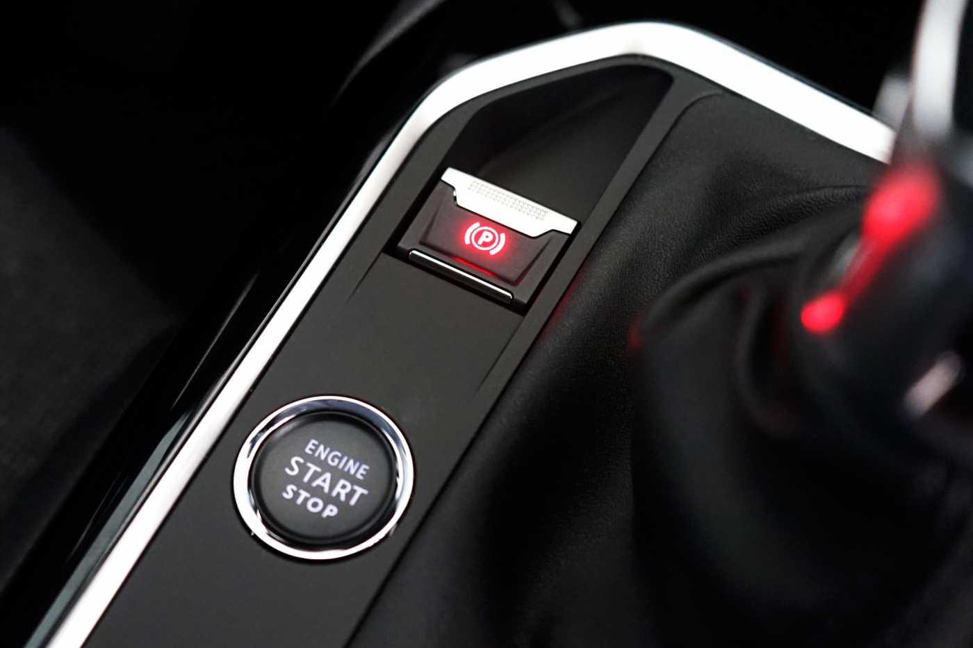 Peugeot 3008 Allure // Navi, Camera, Bluetooth