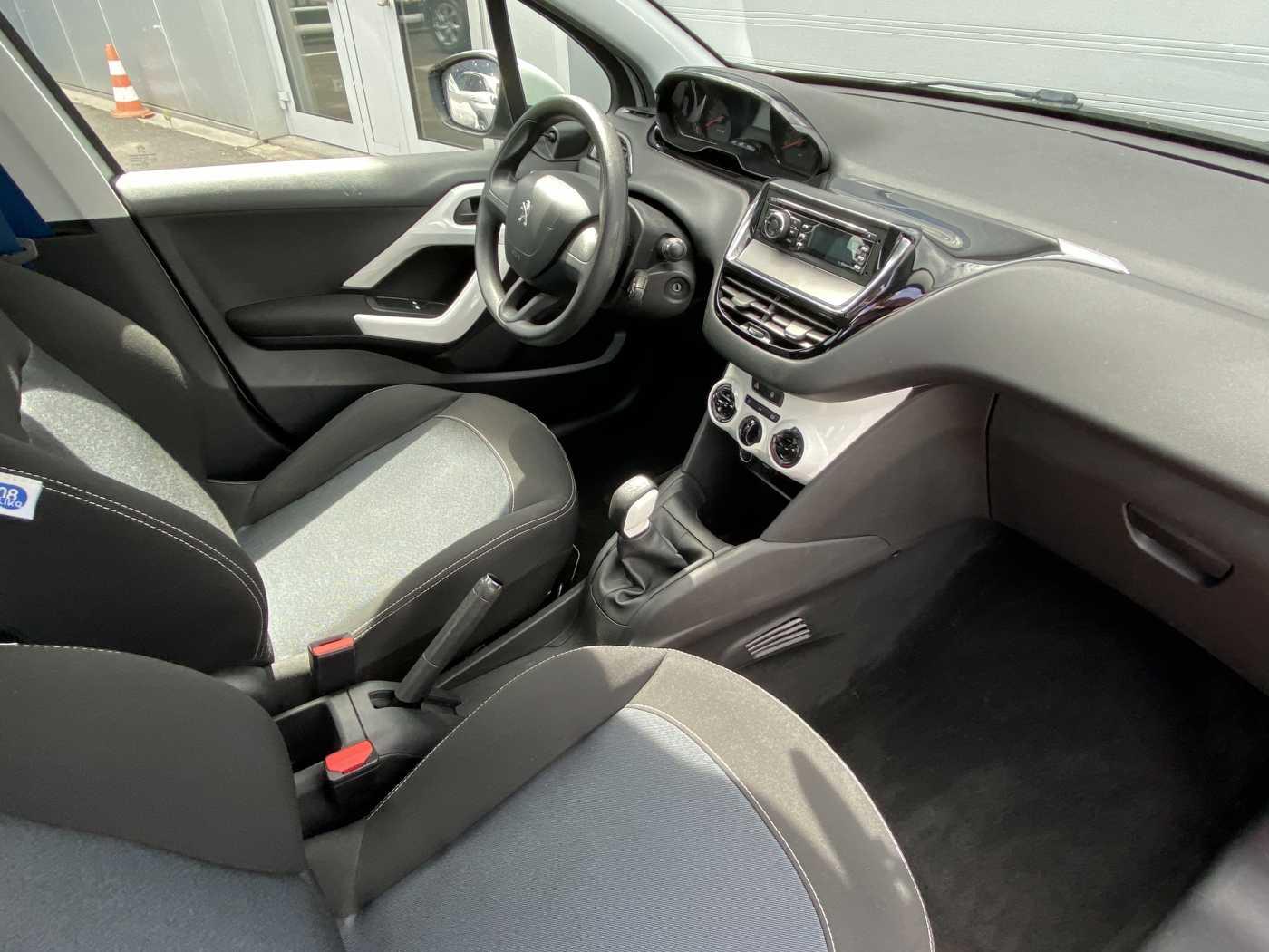 Peugeot 208 1.0i Like 2/3