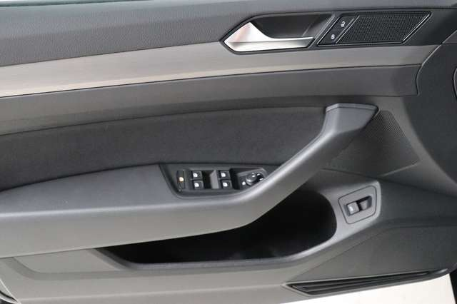 Volkswagen Passat Estate Mark 1 1.4 TSI Trendline *Navigatie -LED -Bluetooth - PDC 10/21