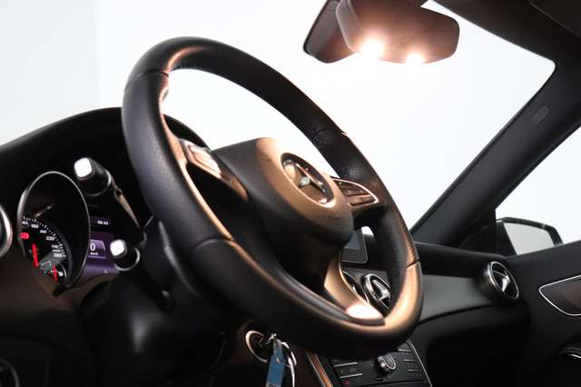 Mercedes CLA 200 d Shooting Brake 7G-DCT ** Camera - Navi - Led 14/30
