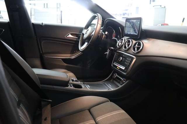 Mercedes CLA 200 d Shooting Brake 7G-DCT ** Camera - Navi - Led 28/30