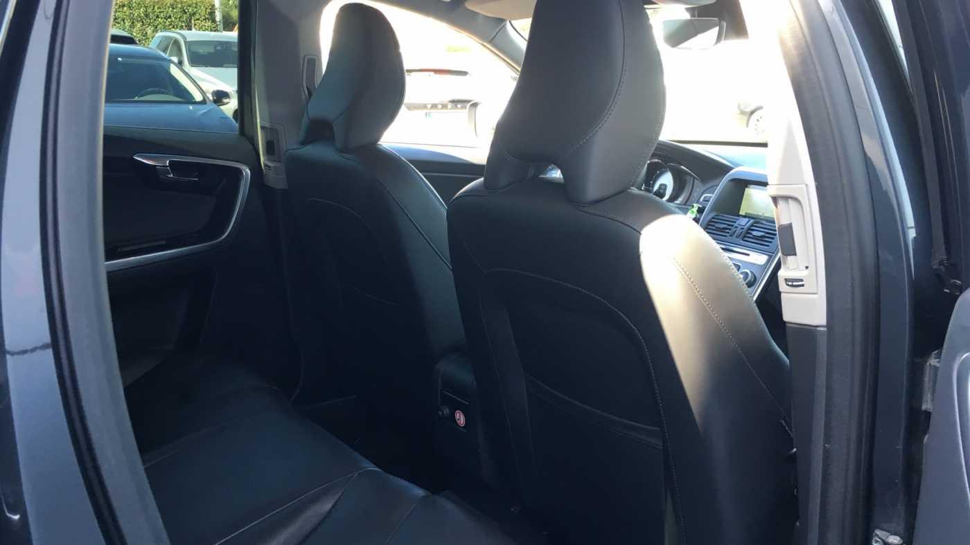 Volvo XC60 D4 181pk MAN Summum, Winterpack, GPS, Reservew, Getinte ramen 6/11