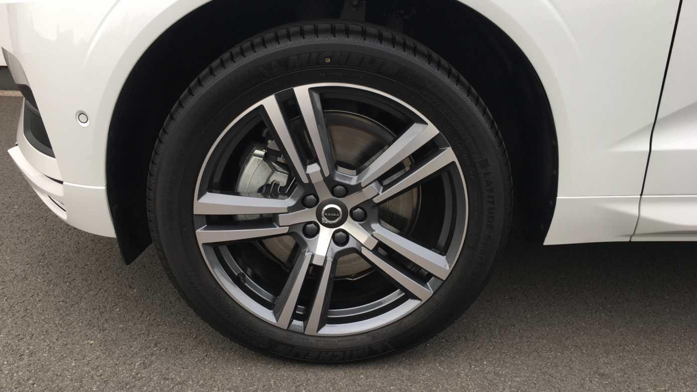 Volvo XC60 Momentum Pro T6 AWD Geartronic met Polestar Optimalisation, 20' , Luchtvering,.. 10/17