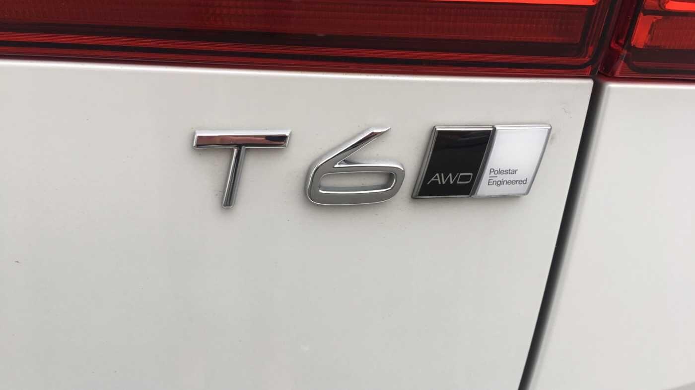 Volvo XC60 Momentum Pro T6 AWD Geartronic met Polestar Optimalisation, 20' , Luchtvering,.. 13/17