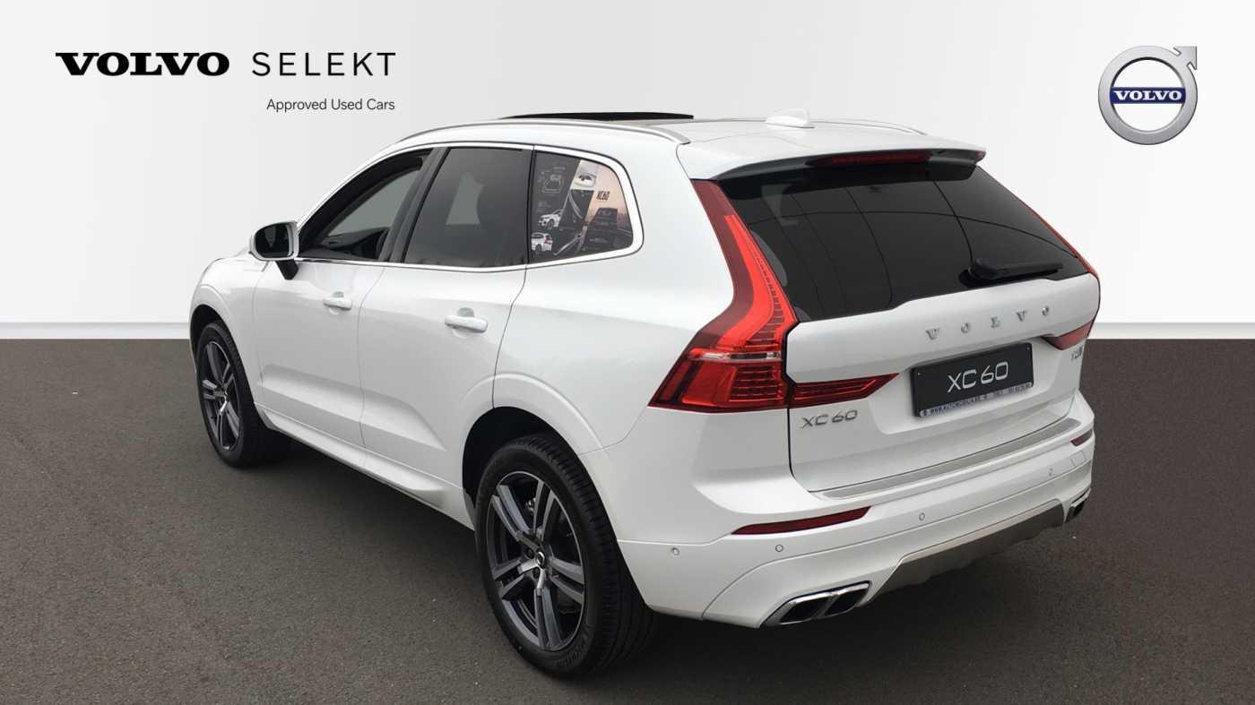 Volvo XC60 Momentum Pro T6 AWD Geartronic met Polestar Optimalisation, 20' , Luchtvering,.. 4/17