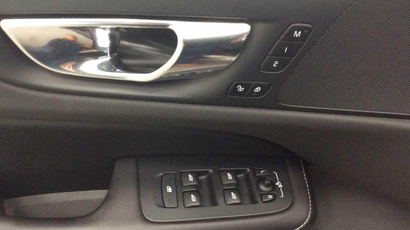 Volvo V60 Inscription D3 Geartronic + Navi + Intellisafe Pro + Xenium + Versatility + .... 14/24