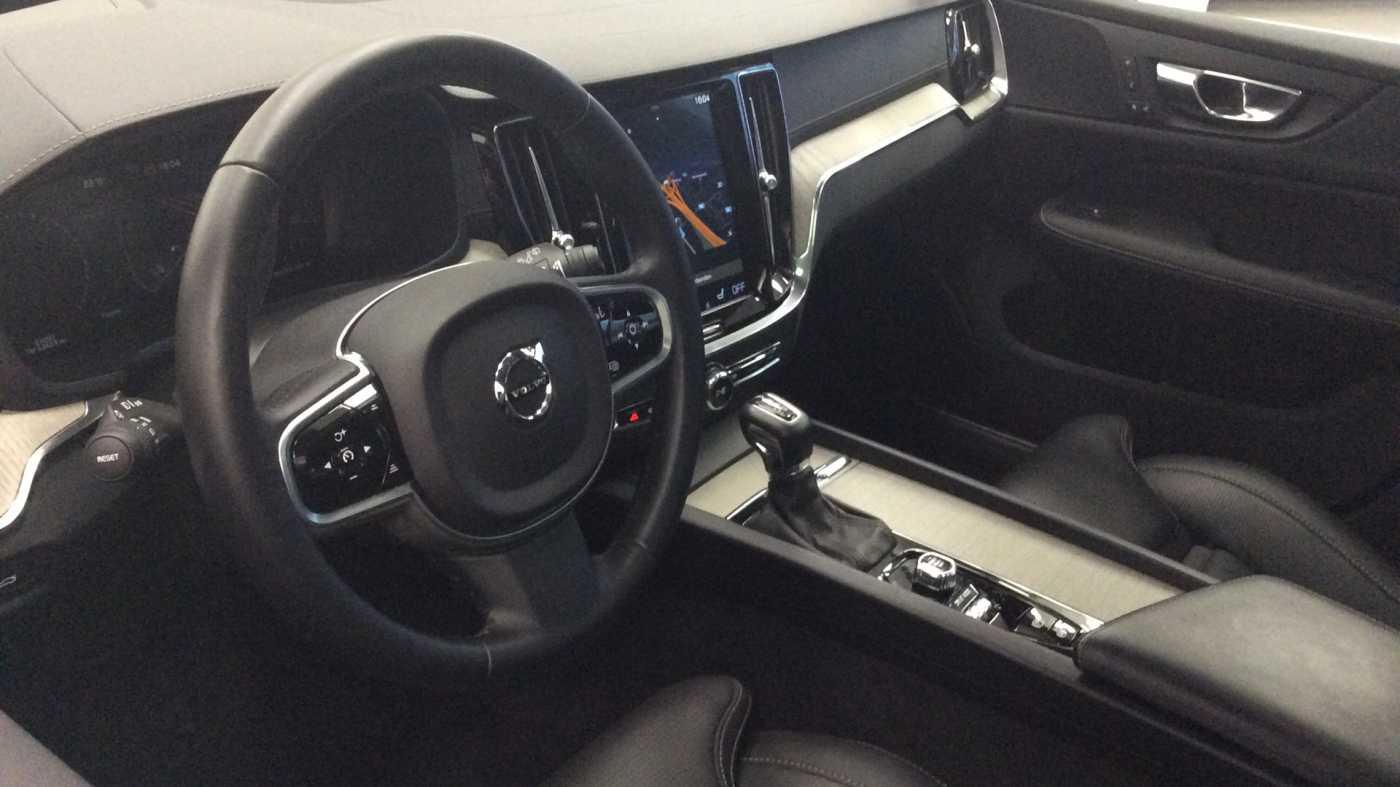Volvo V60 Inscription D3 Geartronic + Navi + Intellisafe Pro + Xenium + Versatility + .... 5/24